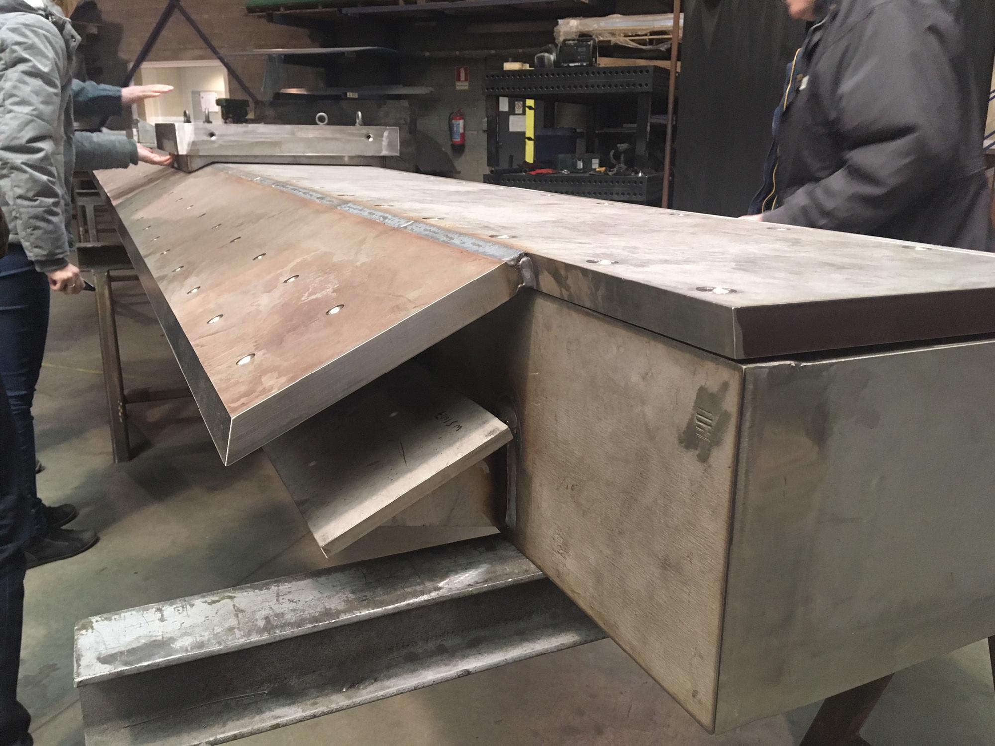 Roestvrijstalen balk in atelier van firma Verhofste nv. in Zele